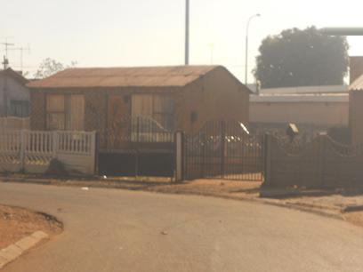 Standard Bank Repossessed 2 Bedroom House for Sale on online auction in Thokoza - MR84455