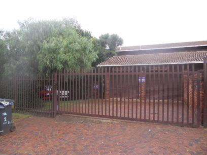 Standard Bank Repossessed 3 Bedroom House For Sale in Windsor - MR84457