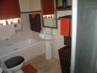 Bathroom 1 - 7 square meters of property in Monavoni