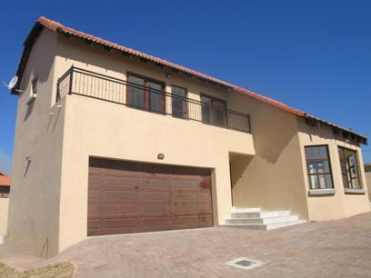 2 Bedroom House for Sale For Sale in Highveld - Private Sale - MR87131