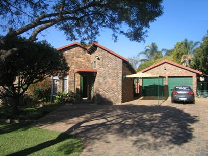 4 Bedroom House to Rent in Stone Ridge Country Estate - Property to rent - MR90130