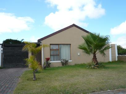 Standard Bank Repossessed 4 Bedroom House for Sale For Sale in Peerless Park East - MR90458