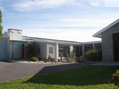 5 Bedroom House For Sale in Gansbaai - Private Sale - MR92340