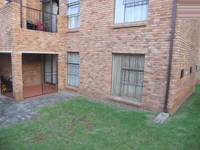 2 Bedroom Simplex for Sale For Sale in Wilgeheuwel  - Private Sale - MR92461