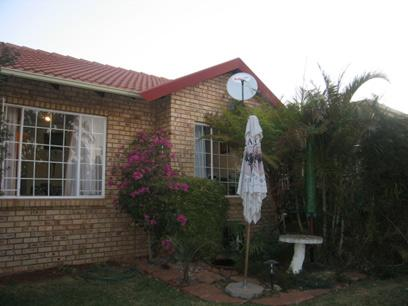 3 Bedroom Simplex For Sale in Faerie Glen - Home Sell - MR93137