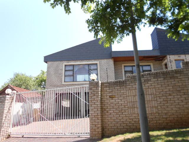 Standard Bank Repossessed 4 Bedroom House on online auction in Glenvista - MR93539