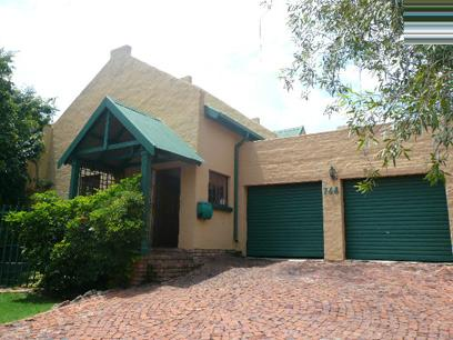 Standard Bank Repossessed 4 Bedroom Duet For Sale in Faerie Glen - MR95456
