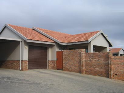 2 Bedroom Simplex for Sale For Sale in Rooihuiskraal - Home Sell - MR97145
