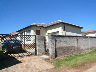 Standard Bank Repossessed 3 Bedroom House for Sale For Sale in Cosmo City - MR98452
