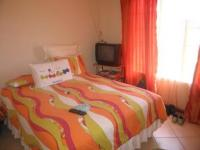 Main Bedroom - 14 square meters of property in Karenpark